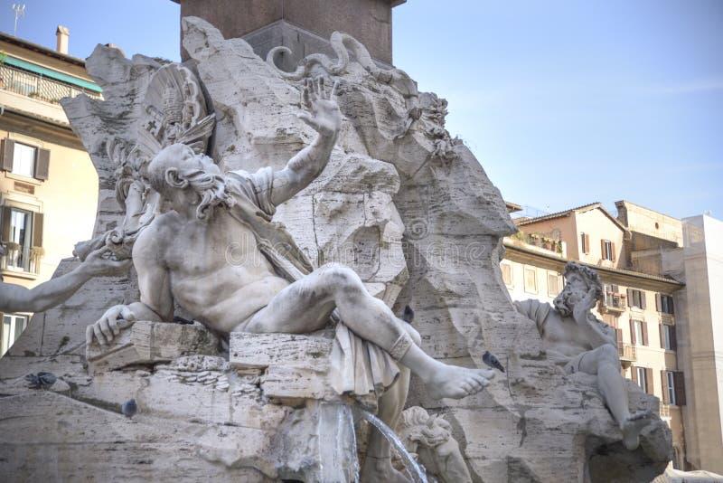 Rom-, Navona-Quadrat Marktplatz Navona-Kirche von St. Agnese und Brunnen der vier Flüsse durch Bernini Statue, die das Rio de l d stockbilder