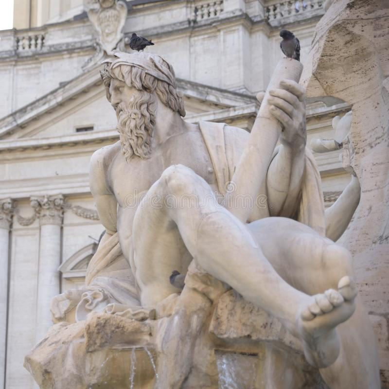 Rom-, Navona-Quadrat Marktplatz Navona-Kirche von St. Agnese und Brunnen der vier Flüsse durch Bernini Statue, die den Ganges r d stockfotografie