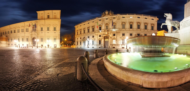 Rom - Palast Quirinale, Panoramablick nachts lizenzfreies stockbild