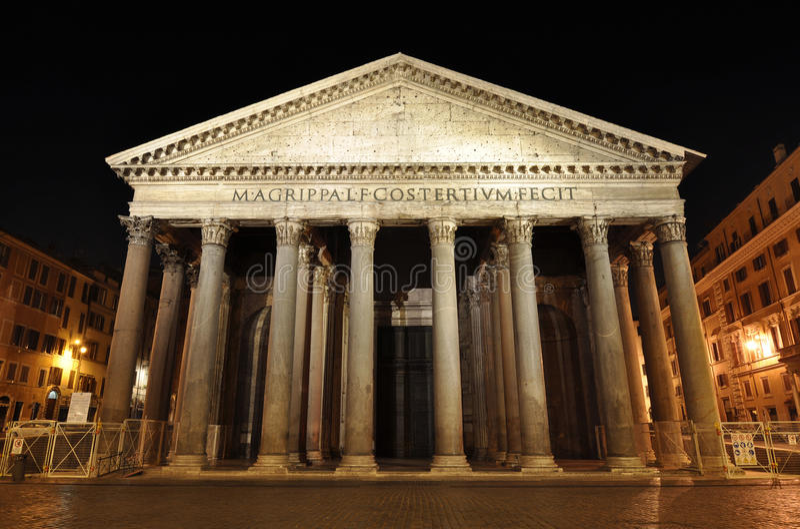 Rom-Pantheon nachts lizenzfreie stockfotos
