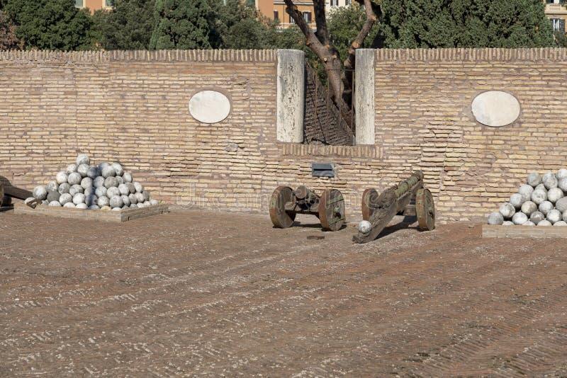 Romańscy działa przy muzeum Sant «Angelo Grodowy Włochy obraz stock