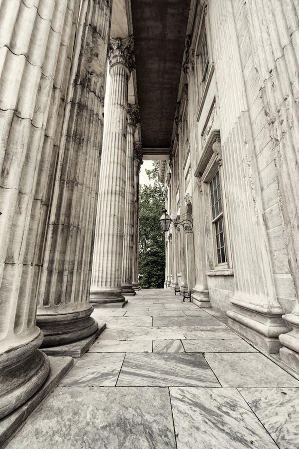 Romańscy filary robić marmur w czarny i biały zdjęcie royalty free