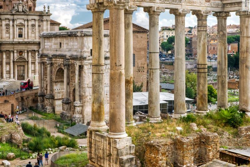 Romańska dawność: W Rzym romański Forum zdjęcia stock