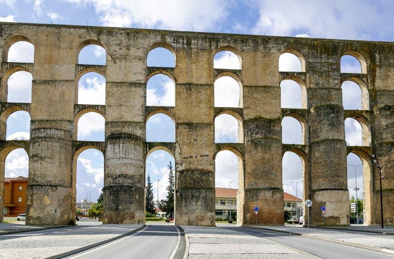 Romański akwedukt da Amoreira w Elvas w Portugalia obrazy stock