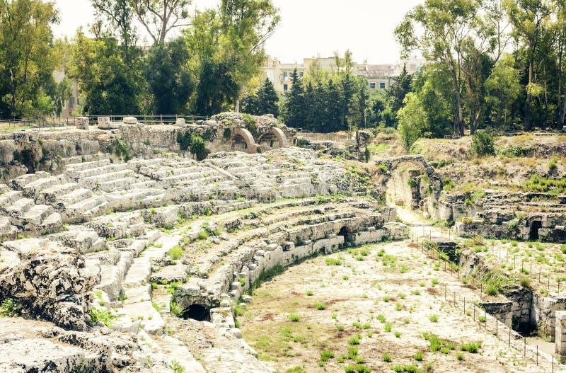 """Romański amfiteatr Syracuse Siracusa †""""ruiny w Archeological parku, Sicily, Włochy zdjęcia royalty free"""