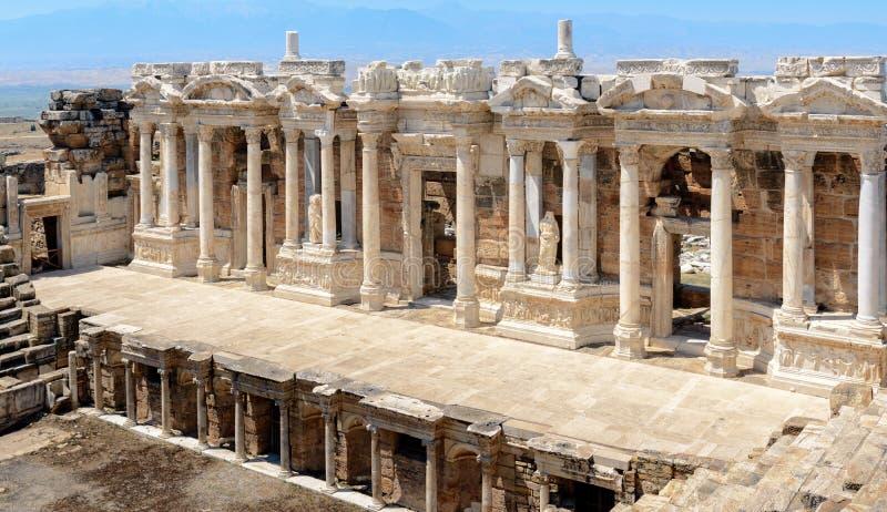 Romański amphitheatre w ruinach Hierapolis zdjęcia stock