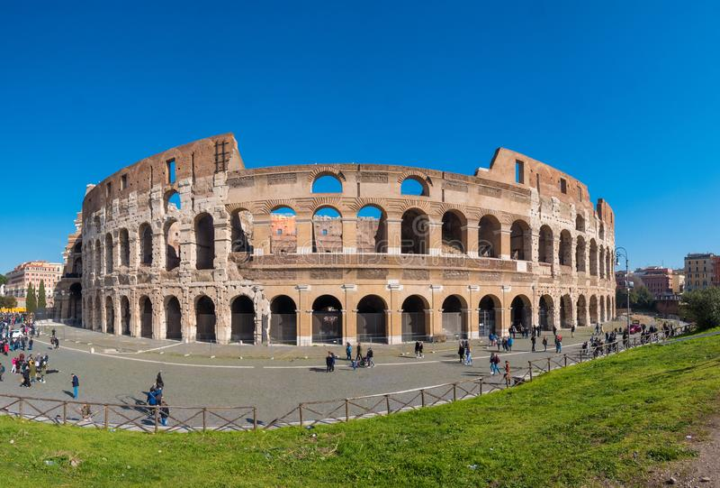 Romański Colosseum Coloseum w Rzym, Włochy szeroka panorama obrazy royalty free