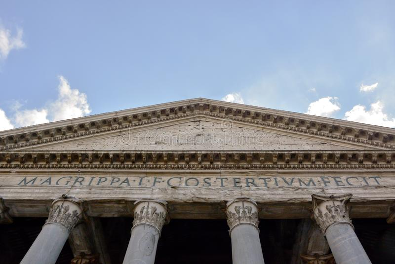 Romański panteonu architraw zdjęcie stock