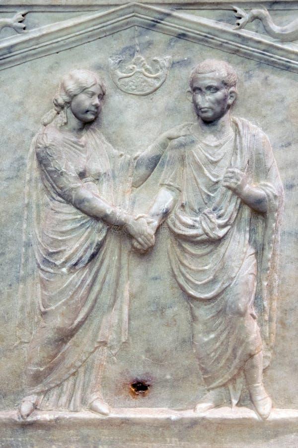 Romański sarkofag w Rzym, Włochy obrazy stock