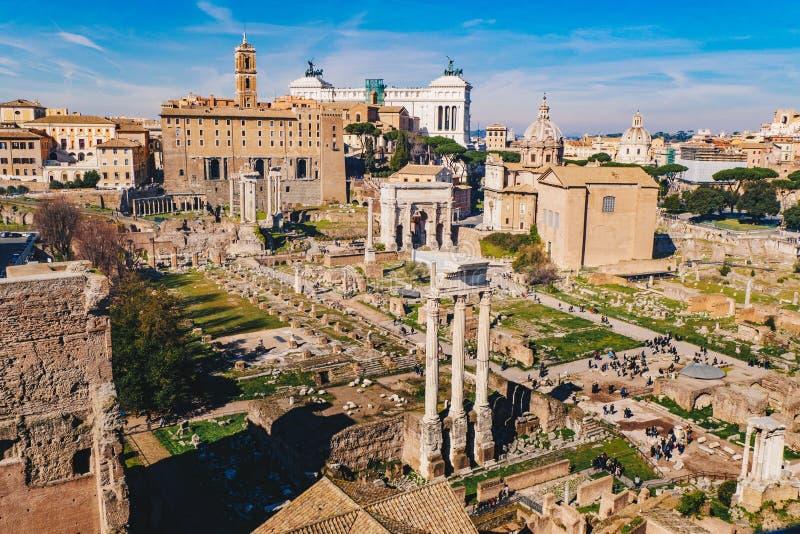 Romańskie forum Foro rzymianina i romano ruiny jak widzieć od P obraz stock