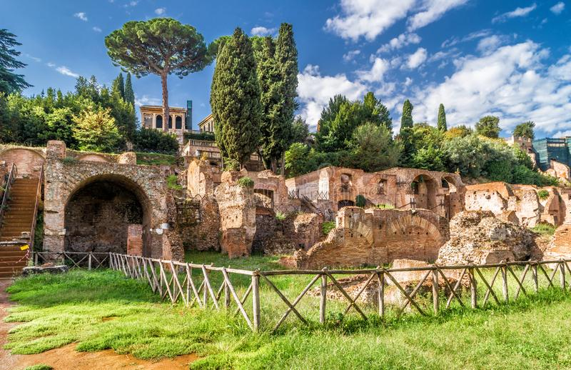 Romańskie forum ruiny w lecie, Rzym, Włochy zdjęcia royalty free