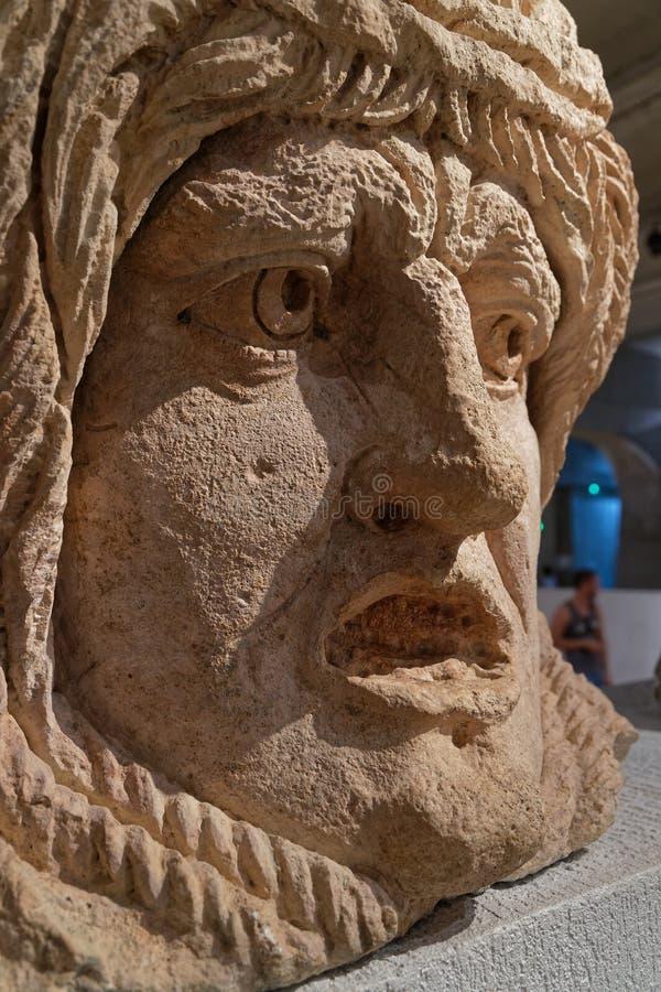 Romańskie rzeźby ogromna głowa zakładają w Lion zdjęcia stock
