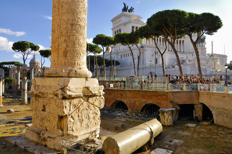 Romańskiego forum i Trajan ` s kolumna, Rzym ` s historyczny centrum, Włochy obraz royalty free