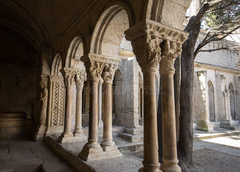 Romańszczyzna Cloisters kościół świętego Trophime katedra w Arles Provence, obrazy stock