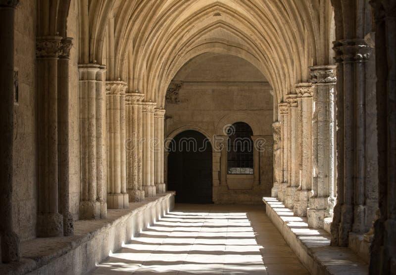 Romańszczyzna Cloisters kościół świętego Trophime katedra w Arles provence zdjęcie stock
