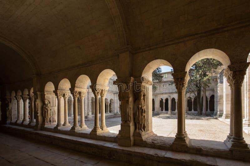 Romańszczyzna Cloisters kościół świętego Trophime katedra w Arles provence obraz stock