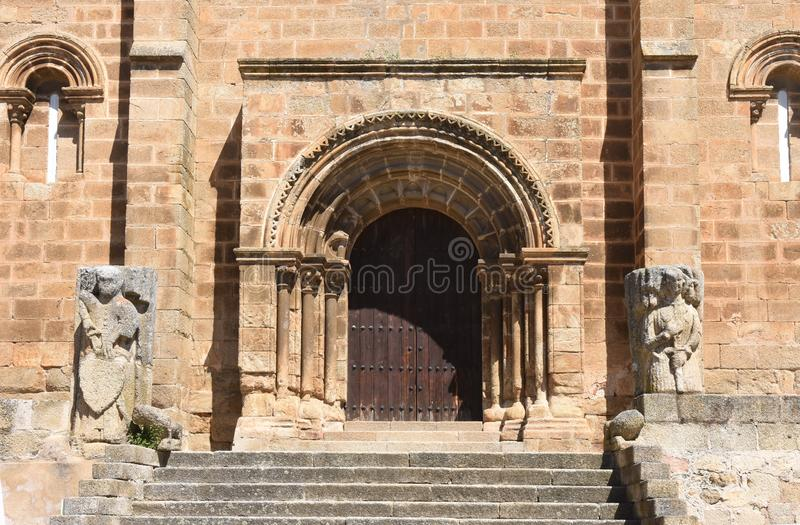 Romańszczyzna kościół San Pedro De Almocovar, Alcantara, Caceres zdjęcie stock