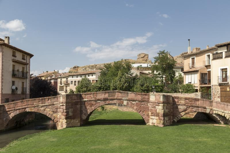 Romańszczyzna most lub stary most, rzeczny Gallo, Molina De aragà ³ n, Guadalajara, Hiszpania zdjęcie royalty free
