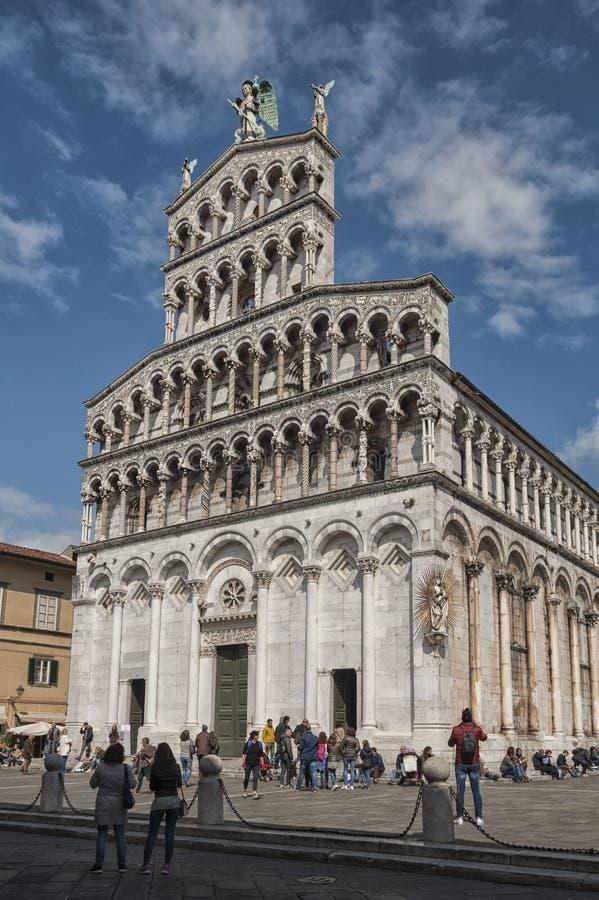 Romańszczyzny fasada San Michele w Foro, kościół rzymsko-katolicki w Lucca, Tuscany zdjęcia stock