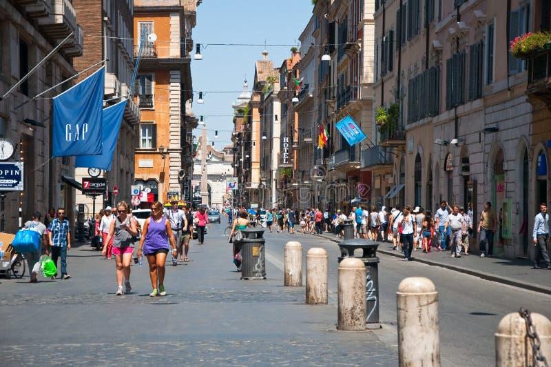 ROMA 6 AGOSTO: Via del Corso il 6 agosto 2013 a Roma. fotografie stock