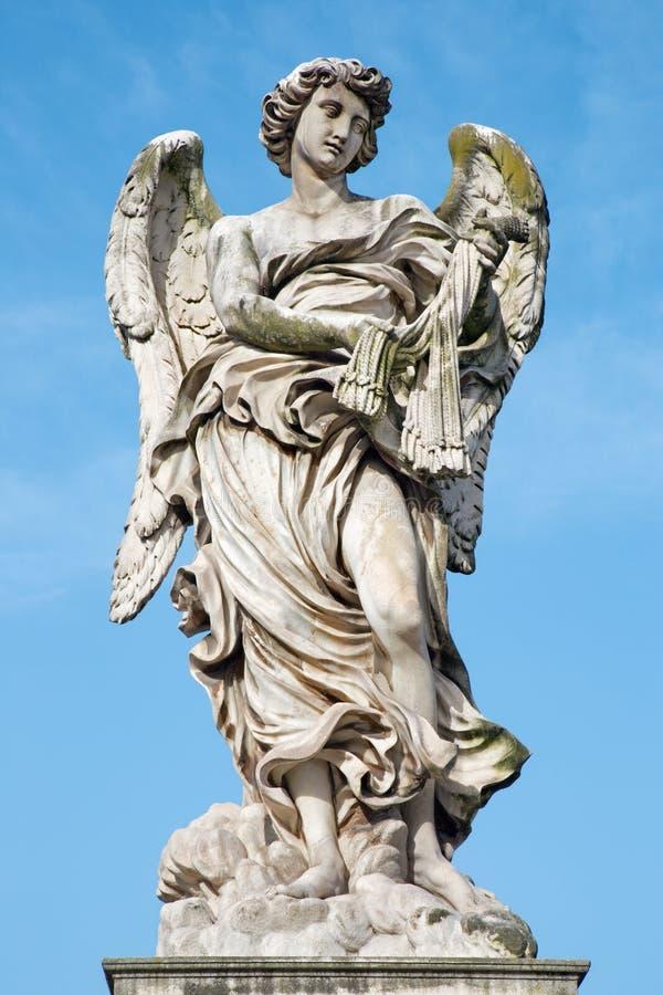 Roma - angelo con le fruste - Ponte Sant'Angelo - ponte di angeli - progettato da Lazzaro Morelli fotografia stock libera da diritti