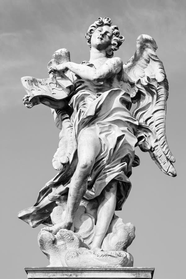 Roma - anjo com o sobrescrito por Gian Lorenzo Bernini (1598 - 1680) e pelo filho Paolo foto de stock