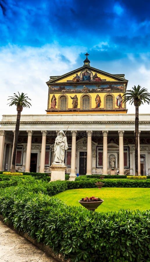 Roma, basílica Papale, San Paolo Fuori di Mura imagenes de archivo