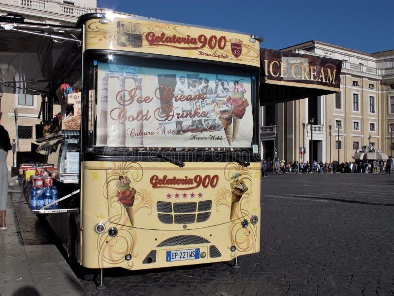 Roma, carro do gelado da rua fotos de stock