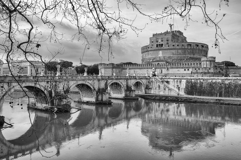 Roma castel sant angelo in bianco e nero fotografia stock for Roma in bianco e nero