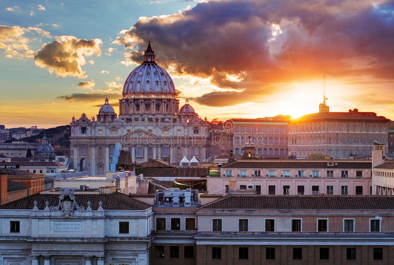 Roma, Ciudad del Vaticano en la puesta del sol foto de archivo libre de regalías