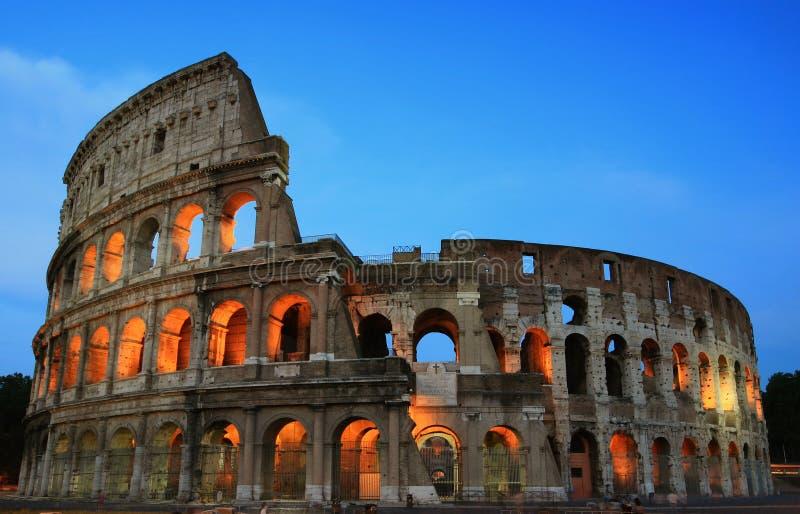 Roma Colosseum alla sera immagine stock libera da diritti