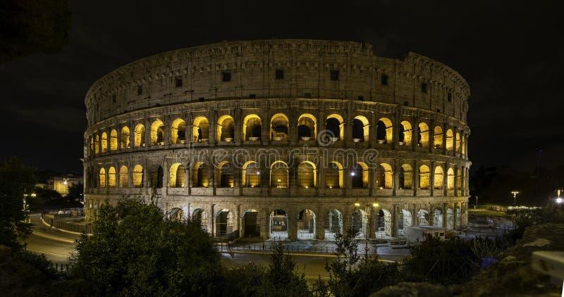 Roma colosseum przy nocą obraz royalty free