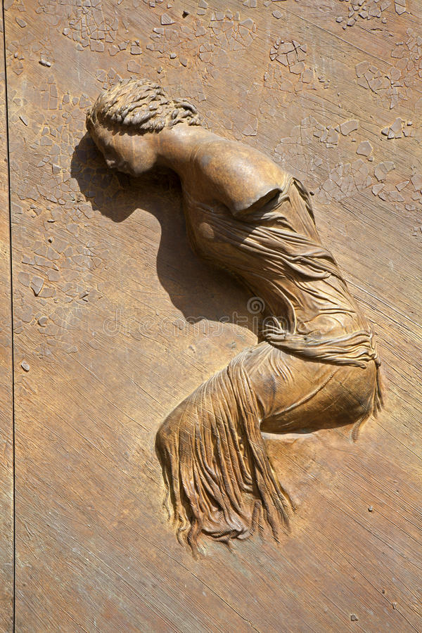 Roma - detalle de la puerta de los ángelus del degli de Santa María imagen de archivo
