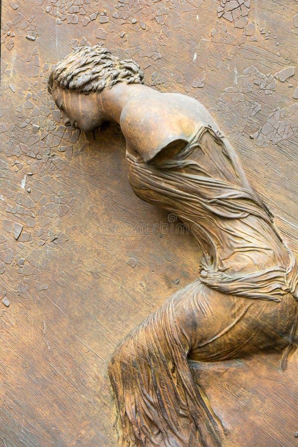 Roma - el detalle artístico de la puerta a la basílica de St Mary de los ángeles y de los mártires imagen de archivo