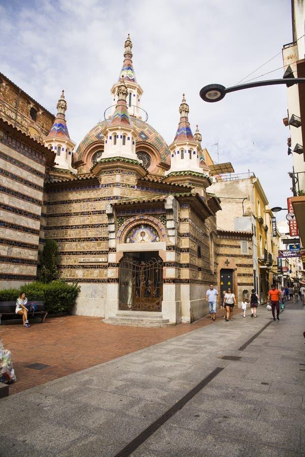 Roma i centret som byggs i gotisk stil Församlingkyrka på kusten av Costa Brava fotografering för bildbyråer