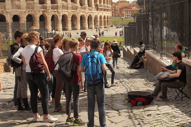 ROMA, ITÁLIA - 7 de abril de 2016 praça Navona, Roma Italy Um grupo fotografia de stock