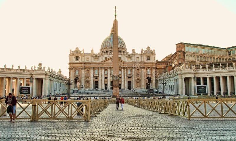 Roma, Itália - 10 de abril de 2016: Vaticano do quadrado do ` s de St Peter, Roma foto de stock royalty free