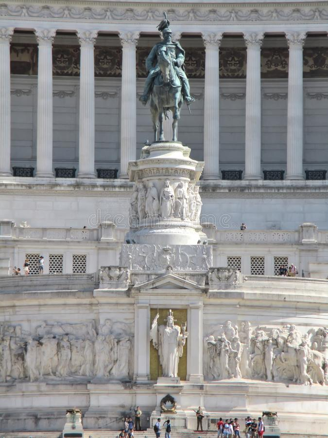 ROMA, ITÁLIA - 23 de julho de 2017: Vittoriano ou altar da pátria - e monumento de Victor Emmanuel no quadrado de Veneza fotos de stock royalty free