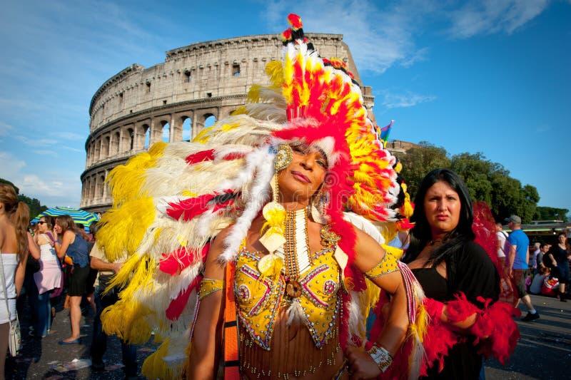 ROMA, ITÁLIA - 11 DE JUNHO DE 2011 Dia do orgulho alegre do Euro, pessoa da parada dentro imagem de stock