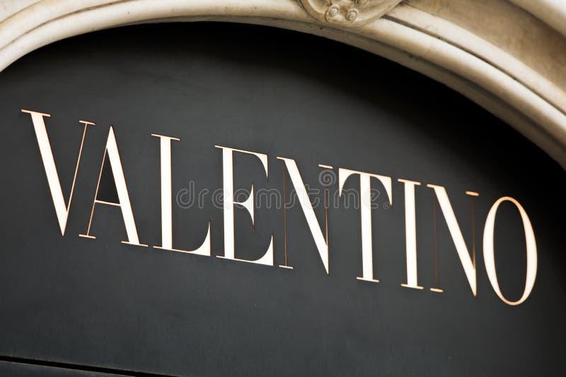 Roma, Itália - 13 de maio de 2018: Loja da forma de Valentino em Roma imagem de stock royalty free