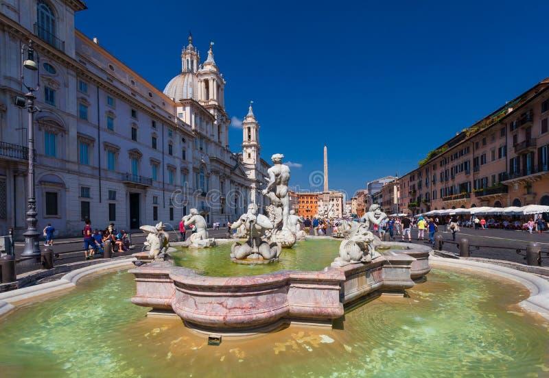 ROMA, ITÁLIA - 13 de setembro de 2016: Vista na fonte na praça quadrada famosa Navona em Roma, Itália foto de stock