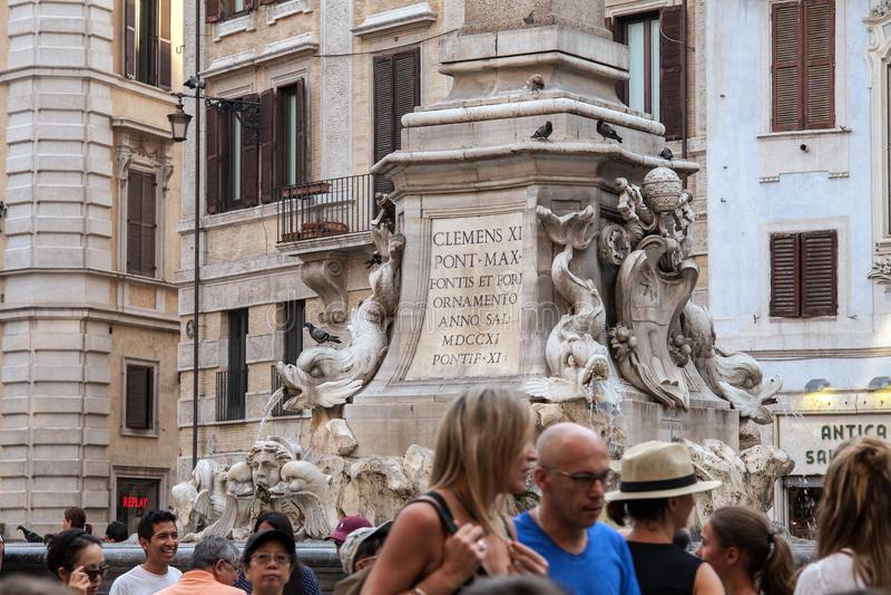 Roma/Itália - 08/06/2018: Quadrado famoso do panteão fotografia de stock royalty free
