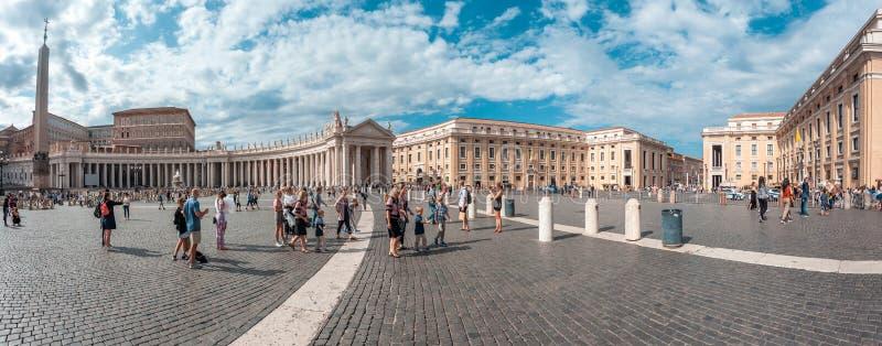 Roma, Itália - 23 06 2018: Vista panorâmica do quadrado do ` s de St Peter fotografia de stock
