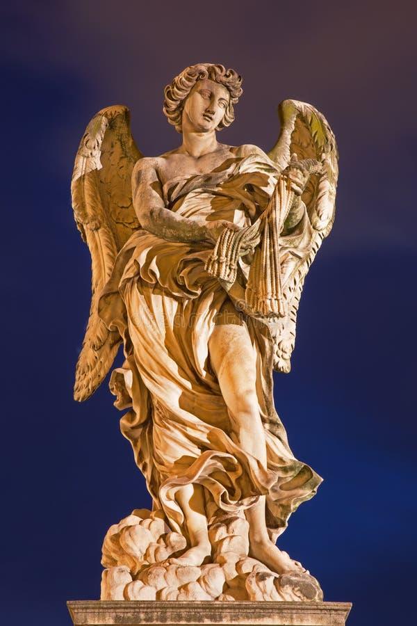 ROMA, ITALIA, 2016: Angelo con le fruste - Ponte Sant& x27; Angelo - ponte di angeli - progettato da Lazzaro Morelli fotografia stock libera da diritti