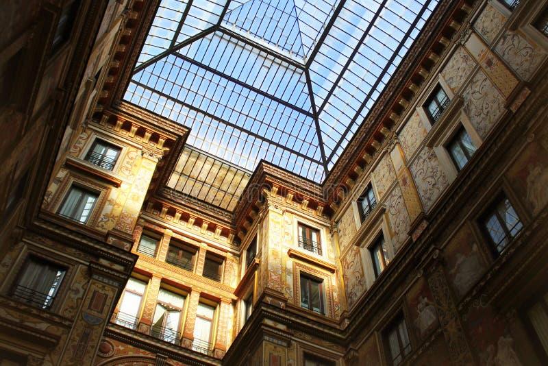ROMA, ITALIA - 28 DE DICIEMBRE DE 2018: El palacio, construido en 1888 en art déco y renovado a finales de años 70, se conoce com foto de archivo libre de regalías
