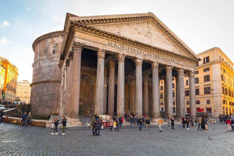 Roma, Italia - 9 de enero de 2019: Arquitectura del templo del panteón en Roma en el día soleado, Italia fotos de archivo libres de regalías