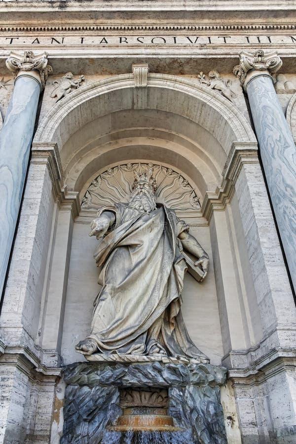 ROMA, ITALIA - 22 DE JUNIO DE 2017: Vista asombrosa de la fuente de Moses Fountain Acqua Felice en la ciudad de Roma imagenes de archivo
