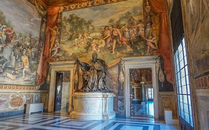 ROMA, ITALIA 10 DE OCTUBRE DE 2017: Una estatua en un cuarto en el Conser foto de archivo