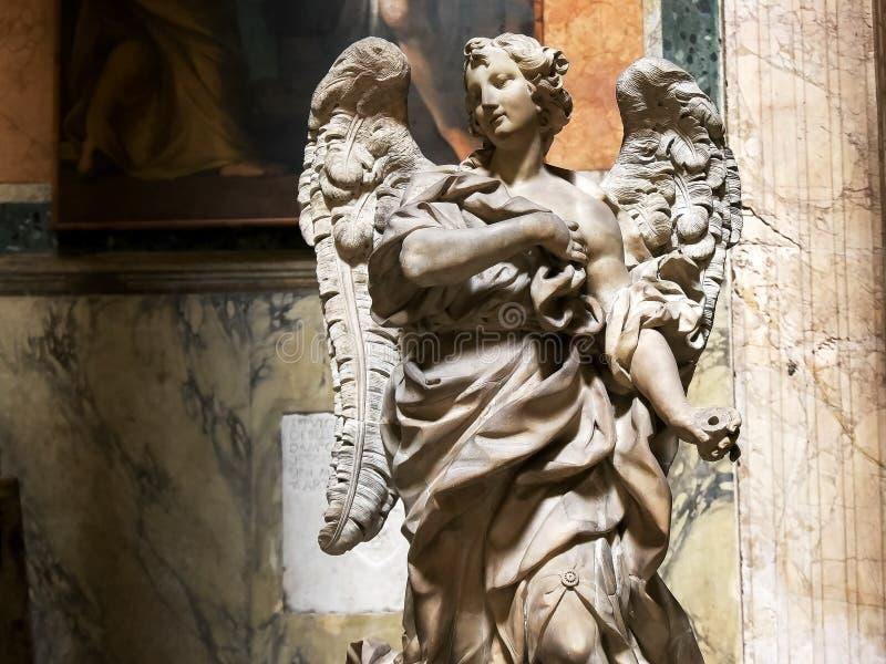ROMA, ITALIA 29 DE SEPTIEMBRE DE 2015: estatua del arcángel Gabriel en el panteón, Roma, fotos de archivo
