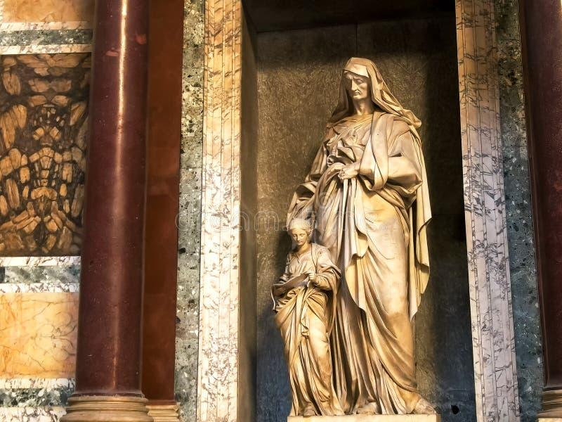 ROMA, ITALIA 29 DE SETEMBRO DE 2015: disparado de uma estátua no panteão, Roma fotografia de stock